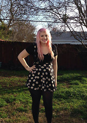 Melissa . - Daisy Suspender Skirt, Forever 21 Black V Neck Shirt - I love daisies!