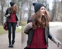 Elif & the RoseMania www.therosemania.com - Zara Leather Jacket, Sheinside Zipper Sweater - Plateau Boots & Zipper Sweater