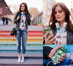 Viktoriya Sener - Mr.Gugu Cat Sweatshirt, Mr.Gugu Palm Case, Sony Headphone, Mango Leather Jacket, Hotic Bag, Zara Boyfriend Jeans, Converse Trainers - COSMIC CAT