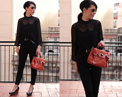 Núria Juangran - H&M Shirt, Ray Ban Sunglasses, Zara Pants - Metrostation