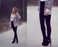 Dominika P. - Watch, Topshop Disco Pants, Reserved Sweater, Bershka Crop Top, Centro Shoes - 71