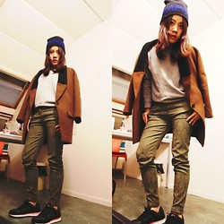 Elaine Hsu - Zara Grass  Green Classic Pants, Zara Brown  Navy Blue Mixed Texture Top Coat, Invito Sapphire Letter Beanie, Nike Sport Shoes - Street Gentle