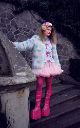 Alison Videoland - Nasty Gal Faux Fur Jacket, Dolls Kill Unicorn Shirt, Demonia Pink Boots - Kitsch Overloaded