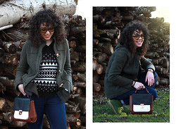 Agne Roxy - Lozza Sunglasses, Paola Prata Made In Italy Montgomery, Follow Made In Italy Jacquard Sweater, Accessorize Bag, Stradivarius Jeans, Casio Watch, Clarks Shoes - A day without rain