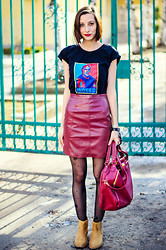 Evilish Queeny - Custom Made Teal'c T Shirt, Second Hand Oxblood Leather Skirt, Stradivarius Camel Ankle Boots - Indeed