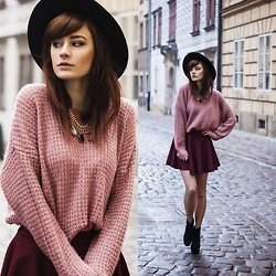Katarzyna Konderak - Sweater, Skirt, Boots, Hat - Powder pink sweater.