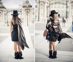 Barbara Crespo - Cristy´S Hat, Sendra Fringes Boots, C&A Leather Dress, C&A Poncho, Lesac Bag - The perfect poncho