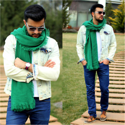 Kubilay Sakarya - Zara Green Scarf, Zara Denim Jacket, Daniel Wellington Watch, Zara Jean, Zara Shoes - A Man Wth A Green Scarf