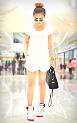 CHILL Torralba - Uniqlo Shirt, Zara Skort, Nike Air Revolution, Mango Bag - White on White on White.