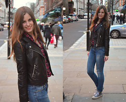 Sanne Van E. - H&M (Fake) Leather Jacket, Primark Statement Necklace, C&A Checkered Blouse, Converse All Stars - In the streets of London