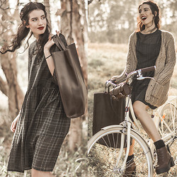 Elle-May Leckenby - Berenika Czarnota Silk Check Smock, Luxe Leather Oversized Tote, Thick Knit Cardigan, Lekker Bicycle - Simple pleasures