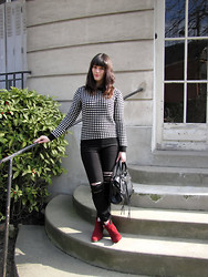 The laid-back girl Léa -  - Black, white, red and checks