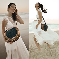 Elle-May Leckenby - Beara Amora Handbag Teal, Lace Panelled Maxi Dress - Collecting seaside treasures
