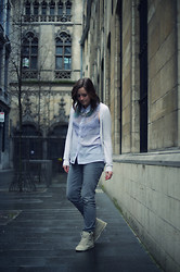Naomi T - H&M Lavender Top, Hugo Boss Grey Jeans, Topshop Beige Sneakers - Luminosity