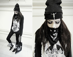 Evy Marie - Ivory Jar Christ Beanie, Deez Nuts Longsleeve, Huf Socks, Vans Sneakers, Cheap Monday Tote Bag - NEW HUF & VANS
