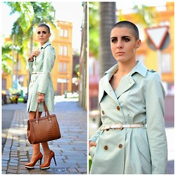 Marta Purriños - Queen's Wardrobe Trench - QUEEN'S WARDROBE