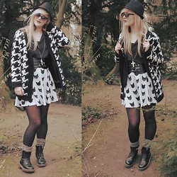 Tiphany Ruggeri - H&M Sunglasses, H&M Kitty Skirt, Dr. Martens Shoes, C&A Cardigan, H&M Shirt - Meow Meow