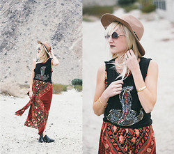Kelli Murray Larson - All About Eve Tank, Minkpink Dress, Modern Vice Shoes - Desert Escape