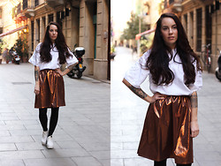 Taru L - Fair+True Metallic Skirt, The Bronze Medal Apparel Oversize T Shirt, Vagabond Heels - Metallic Skirt