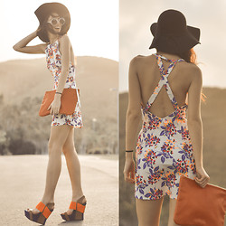 Elle-May Leckenby - Floral Patterned Cross Back Dress, Walker Large Circle Sunglasses - Let the sunshine in