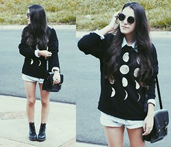 Gabriela Araujo - Urban Outfitters Sunnies, Vintage Shirt, Forever 21 Moon Sweatshirt, Vintage Short, Forever 21 Leather Bag, Dr. Martens Docs - The moon was so big