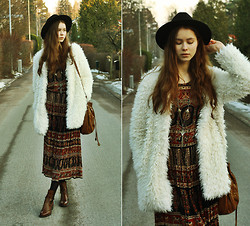Elina I - H&M Fedora, Lindex Shag Coat, 2nd Hand Bag, Vintage Dress, Nilson Boots, Indiska Necklace - You're a wolf