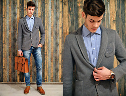 Ştefan Vȋlnoiu - Zara Jacket, Zara Bag, Boneville Shoes, Zara Jeans, Invicta Watch, Hugo Boss Shirt - Stripes