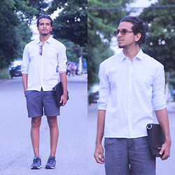 Cassio Matos - Tenis New Balance, Pierre Cardin Bermuda, C&A Camisa, Lotus Sunglass - Less is more, ever.
