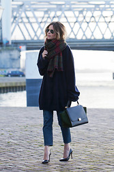 Christine R. - Maison Martin Margiela Oversized Knit, Céline Trapeze Bag, Cos Jeans - The oversized knit