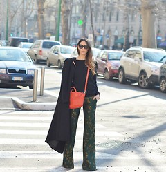 Elisa Taviti - Giuliette Brown Palazzo Pants, Givenchy Mini Nightingale, H&M Long Coat, United Colors Of Benetton Pull - Milano Fashion Week #1