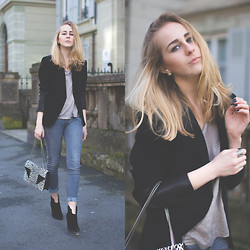 TIPHAINE MARIE - Rag & Bone Blazer, Levi's® Jeans, Sigerson Morrison Booties, Saint Laurent Bag - Business casual
