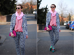 Monique K.... - Blazer, Shirt, Shawl, Pants, Sport Shoes, Sunglasses - Hippie love