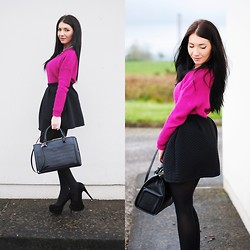 Klaudia Warasiecka - Chicnova Jumper, Chicnova Skirt, Zara Bag - Fuchsia and black