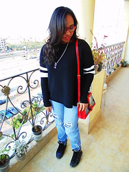 Noha Motaweh - Zara Sweater, Accessorize Bag - Chilling day