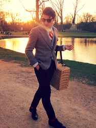 Aldo V. - Urban Outfitters Sunglasses, H&M Shirt, Second Hand Tie, Vintage Blazer, Zara Vest, Thrifted Picknickbasket, H&M Trousers, H&M Socks, Sascha Shoes - It's my turn