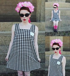 Cassidy Graves - Vintage Houndstooth Dress, Juju Jellies Black Jelly Shoes, Handmade Flower Crown - You've Been Erased