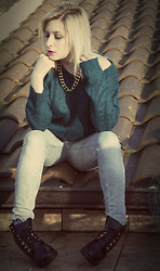 Anya M. - H&M Loose Sweater, Bershka Jeans, Chunky Boots - Addicted to Gold II