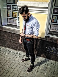 Vlado - Ralph Lauren Shirt, Ralph Lauren Tie, Ralph Lauren Denim, H&M Belt, Casio, Nato Strap Watch, Ethan Grant London Shoes - Street casual