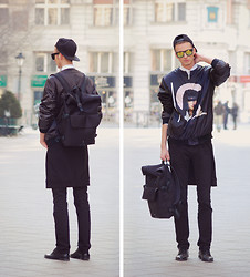 Chaby H. - H&M Baseball Cap, Vintage White Shirt, Givenchy Printed Bomber Jacket, Zara Black Jeans, H&M Leather Shoes, Neoprene Backpack - Back to Black