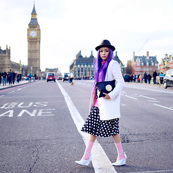 Ceci No7 - La Tilde Telephone Clutch Bag, Mo&Co White Cost, Sambag Pink Jumper, Topshop White Heels - Move forward.