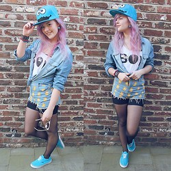 Tiphany Ruggeri - No Braind Cookie Monster Snapback, Jennyfer Jean Shirt, Romwe Bart High Short, Vans Blue, Home Made Cookie Monster Earing, H&M Boy / Girl Top - Cookie Monster!