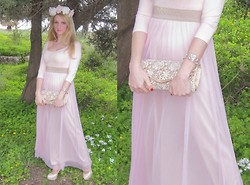 Despoina Nancy Samiotaki - Handmade Flower Crown, Taskiris Mallas Nude Pumps, Bershka Pink Body, Accessorize Transparent Plastic Gem Crystal Bracelet, Accessorize Gold Lace Clutch, Pastel Pink Tulle Skirt - Pastel pink.