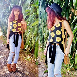 MOLLy B - H&M Sunflower Top, Ripped Jeans, Fringe Bag, Bowler Hat - Sunflower