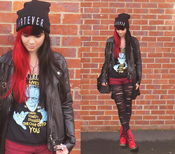 Anette V. - Grand Central Liverpool Frankenstein Top, New Look Wine Shorts, Primark Ripped Tights, Select Whatever Beanie - Wallflower