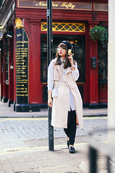 Van Anh L. - Frends With Benefits Headphones, Three Floor Sleeveless Jacket - Gold Digger