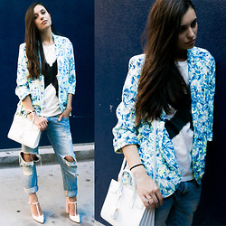 Marta Pozzan - Yves Saint Laurent Sac à Main En Cuir Sac De Jour Nano Baby, Lovers + Friends Abstract Floral Blazer, Zara Boyfriend Jeans - Monday in Lovers + Friends