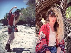Alexe Bec - Spell & The Gypsy Collective Kimono, Hudson Boots - Boho on the beach