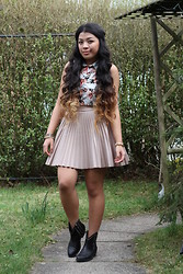 Mariel Parton - Primark Floral Collar Sleveless Top, Topshop Pleated Skirt, River Island Studded Boots, Topshop Various Bracelets - Spring
