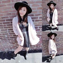 Yvonne Chen - Chanel Necklace, Chanel Bag, The Frye Company Boots - PinkXFluffyXCoat