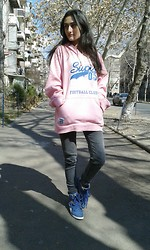 Ruzanna Margarian - Chelsea Hoodie, Pull & Bear Trousers, Reebok Sneakers - Your eyes forever glued to mine